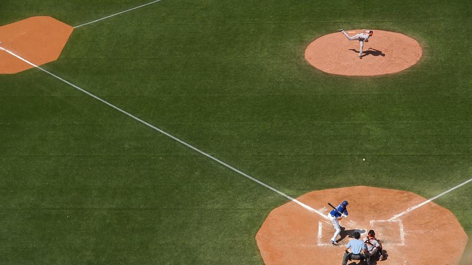 メジャーリーグの面白い雑学、観客が七回に行う不思議な行動。