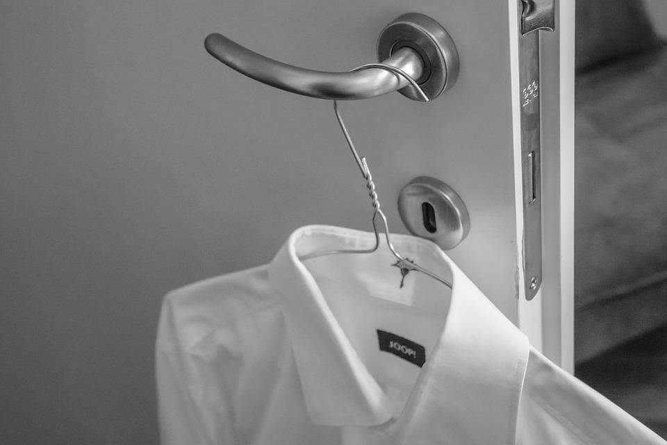 ワイシャツの裾の形が長い理由、オシャレ目的ではない。