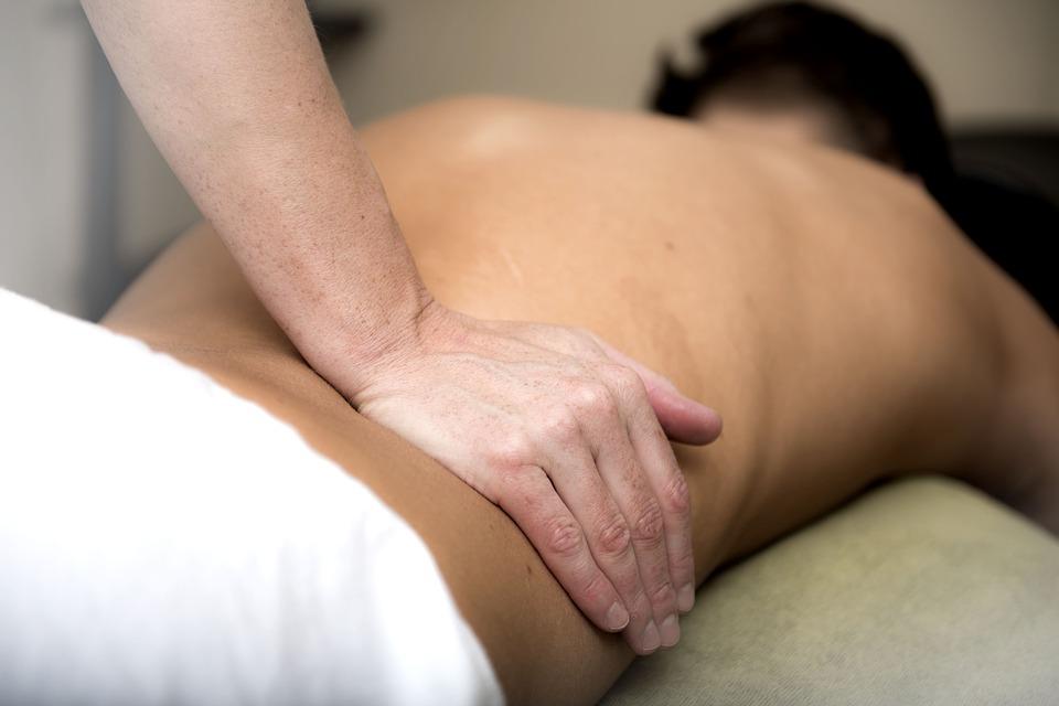 肩こりと腰痛の原因と治し方について解説、身体の雑学。