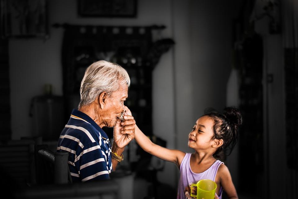 孫の手の由来や語源を解説、実は孫は関係がない。