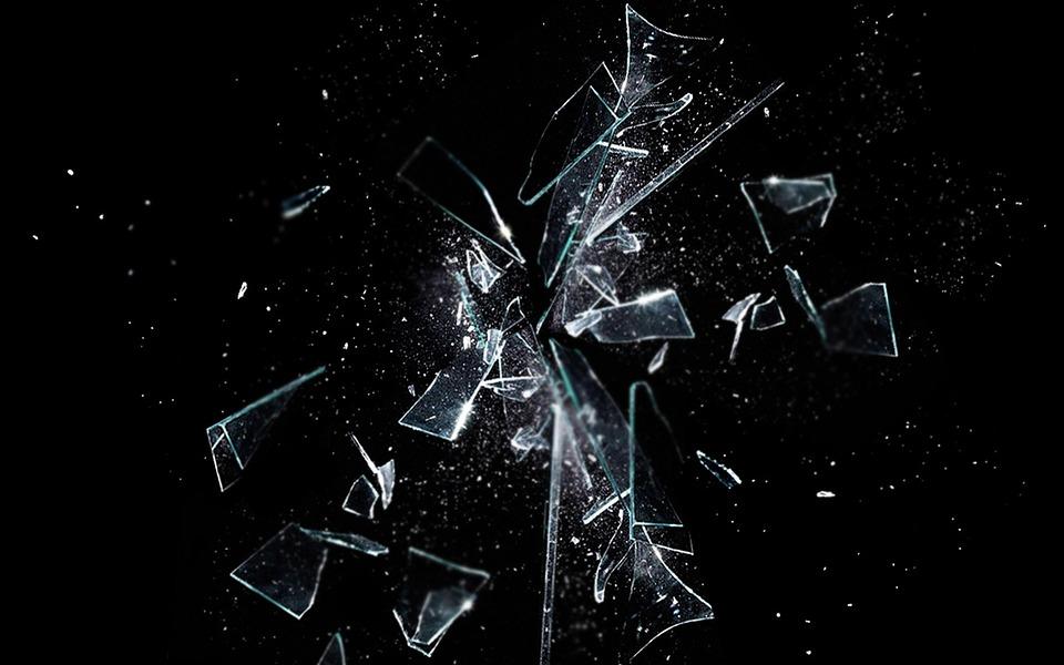 水中ならガラスをハサミで切る事ができるってホント!?