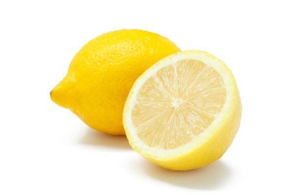 レモンに含まれるビタミンC、実は結構少ないってホント?