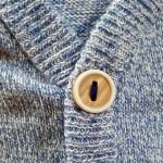 カーディガンの意味や由来は人名?セーターとの違いも解説。