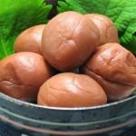 梅干しは酸性ではなくアルカリ性食品、その理由について解説。