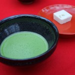 茶道で茶碗を回して飲む理由や意味、他にも数多くの作法がある。