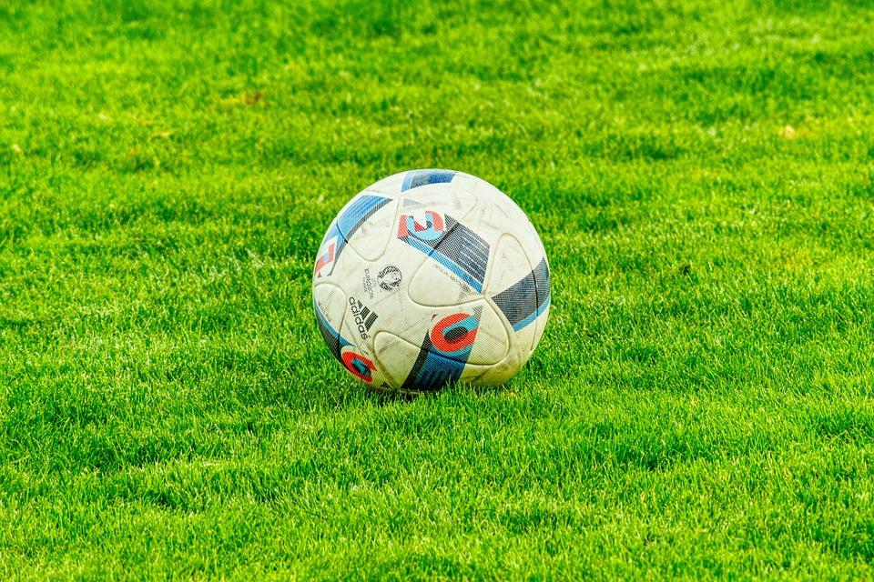 サッカーコイントス意味何を決めてる