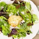 シーザーの意味や由来を解説、サラダとしての歴史は意外と短い。