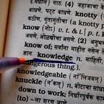 足元を見るの意味や使い方、語源由来についてわかりやすく解説。