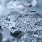 氷の中が白く濁る理由、簡単に透明な氷を作る方法とは?