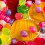 キャンディとドロップの違いについて、わかりやすく解説します。