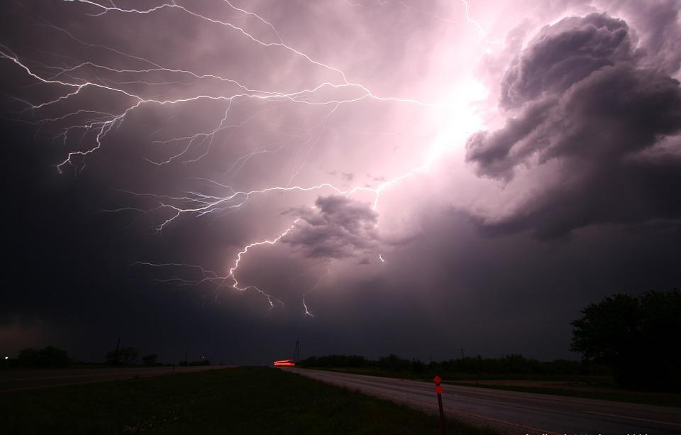 雷を利用して発電をしない理由とは?そもそも可能なの?