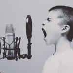男性が声変わりするのはなぜ?理由は女性にモテるためだった。