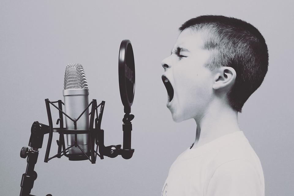 男性が声変わりするのはなぜ?
