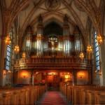 「神父」と「牧師」の違いは何?キリスト教の宗派に関係がある。